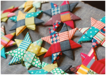 Source: https://craftingarainbow.wordpress.com/2015/12/06/scandinavian-fabric-stars/